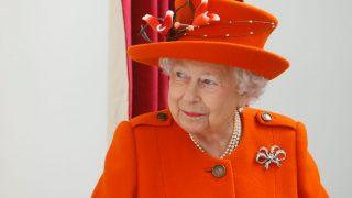 У королевы Елизаветы II есть семь разных нарядов на Рождество-320x180