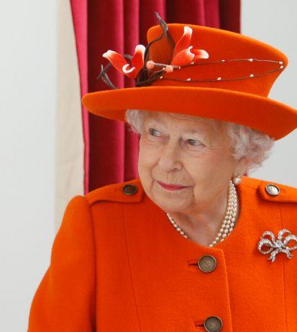 У королевы Елизаветы II есть семь разных нарядов на Рождество-430x480