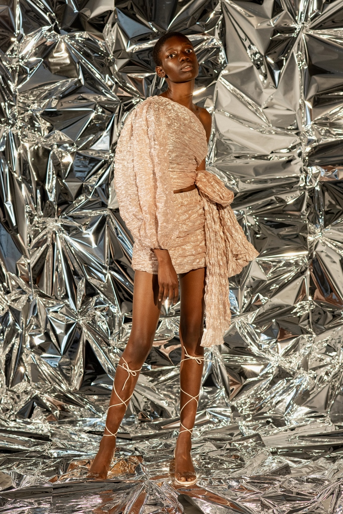 Ваше сиятельство: 10 блестящих нарядов для новогодних вечеринок-Фото 11