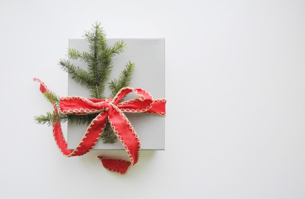 Как стильно и оригинально упаковать новогодний подарок-Фото 2