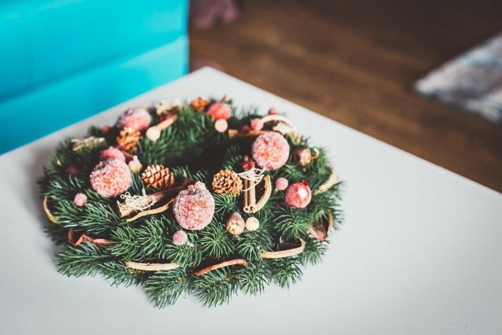Праздничная атмосфера дома: как украсить квартиру к Новому году-Фото 5