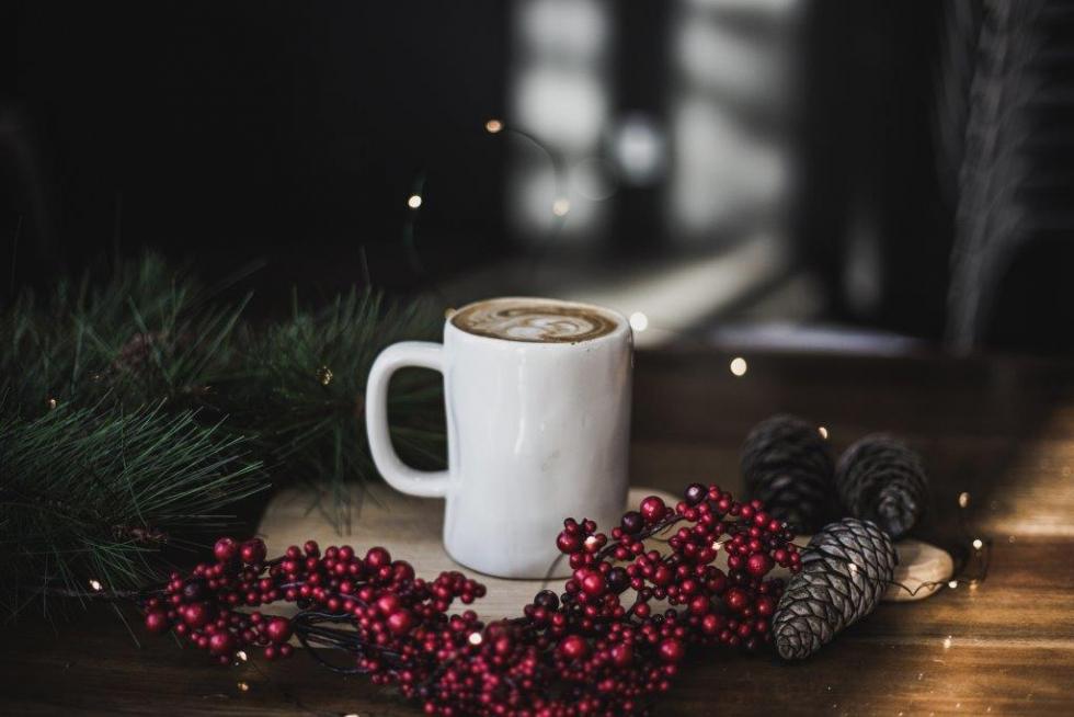 Праздничная атмосфера дома: как украсить квартиру к Новому году-Фото 6