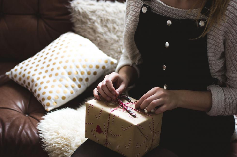 Как стильно и оригинально упаковать новогодний подарок-Фото 6