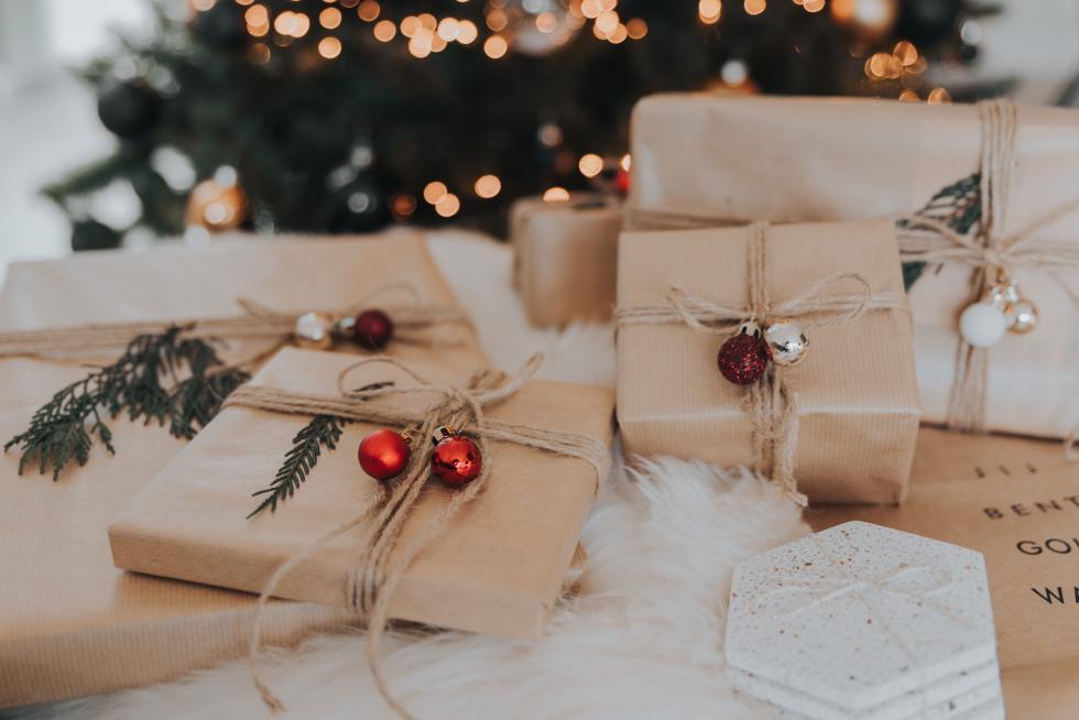 Как стильно и оригинально упаковать новогодний подарок-Фото 1
