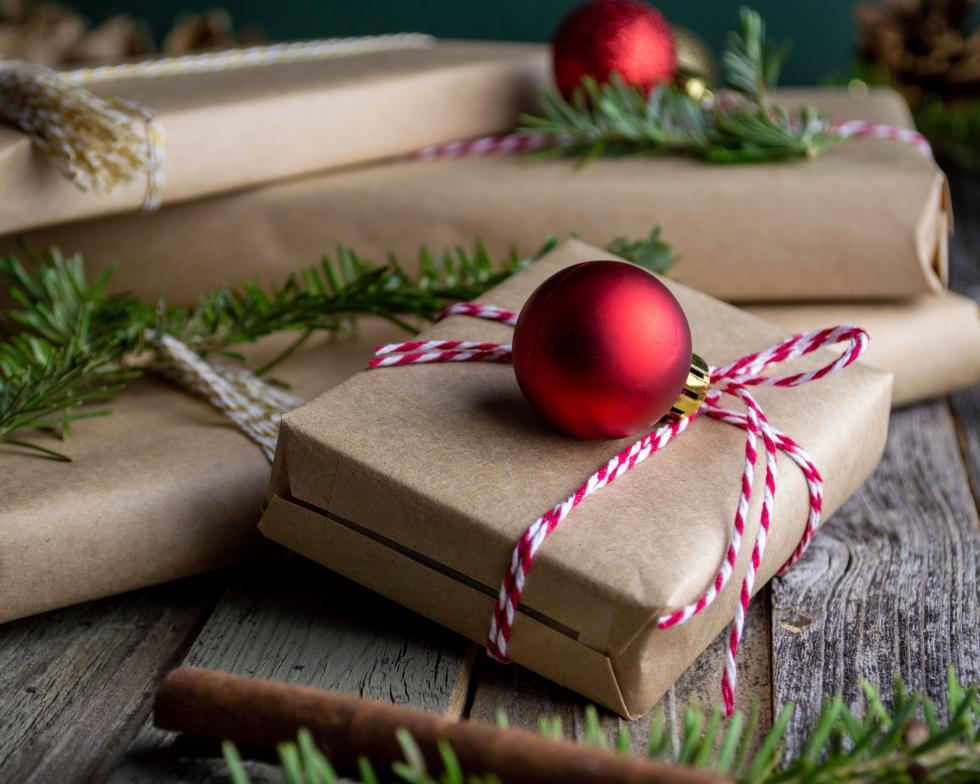 Как стильно и оригинально упаковать новогодний подарок-Фото 5