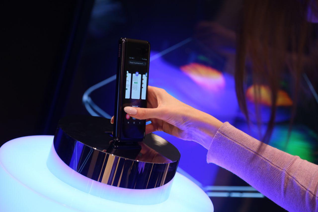 Samsung Electronics презентувала в Україні перший смарфтон з гнучким екраном  Galaxy Fold-Фото 2