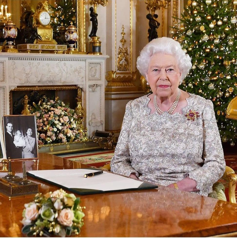 Елизавета II поддержала решение принца Гарри и Меган Маркл сложить королевские полномочия-Фото 1