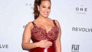 Plus-size модель Эшли Грэм опубликовала обнаженные фото на последнем месяце беременности-320x180