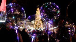 Киевская елка стала одной из самых красивых в Европе-320x180
