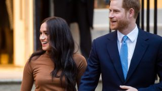 Что значит отказ Меган Маркл и принца Гарри от королевских обязанностей для их будущего?-320x180