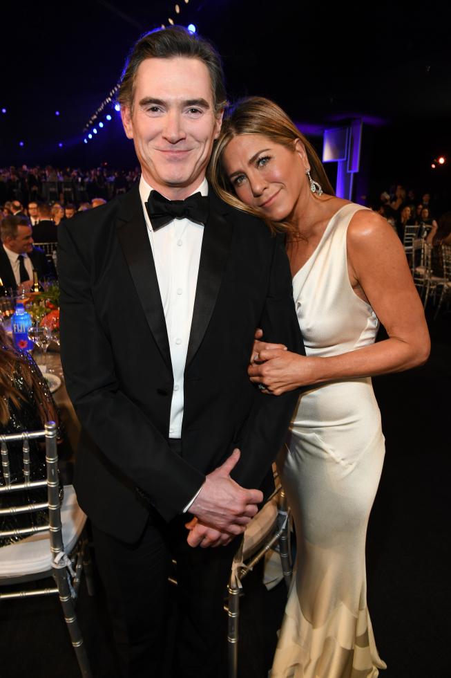 Нежные объятия Брэда Питта и Дженнифер Энистон на вручении премии SAG Awards-Фото 2