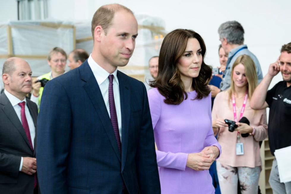 «Я больше никогда не смогу обнять своего брата»: Принц Уильям впервые прокомментировал уход Меган Маркл и принца Гарри-Фото 1