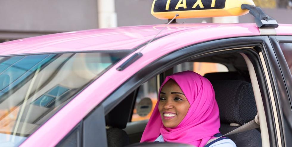 В Киеве появилась служба такси исключительно для женщин и детей-Фото 2