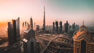 Must visit в Дубае: кинематографический отель, тематические парки и сафари на Land Rover-320x180