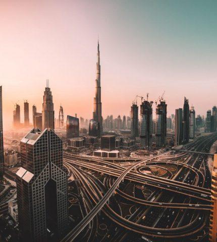 Must visit в Дубае: кинематографический отель, тематические парки и сафари на Land Rover-430x480