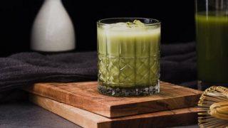 5 напитков, которые помогут справиться с перееданием-320x180