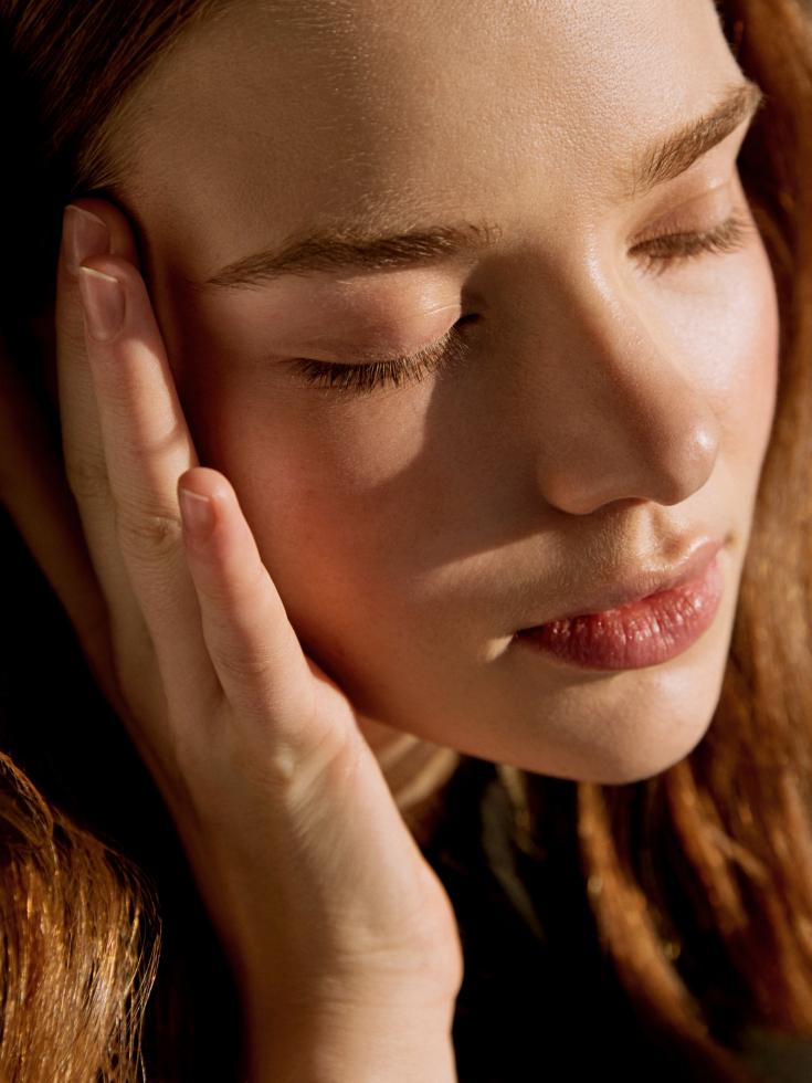 Ошибки в уходе за кожей вокруг глаз, которые выдают возраст-Фото 2