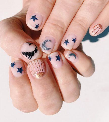 Новый nail-тренд: 10 идей для астро-маникюра-430x480