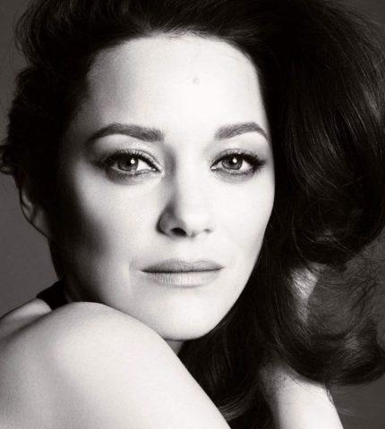 Марион Котийяр стала лицом аромата Chanel №5-430x480