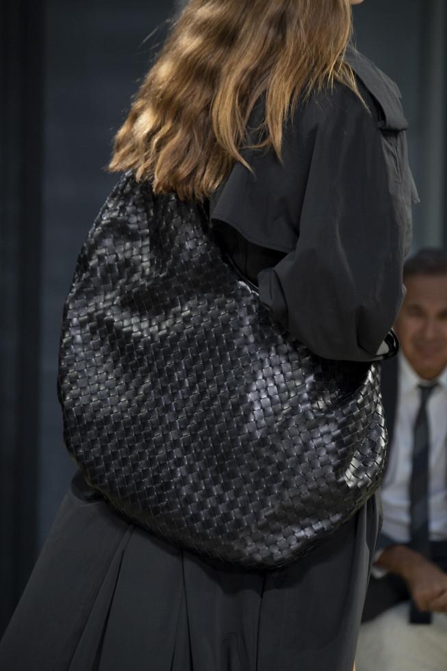 Трендовые аксессуары 2020: броши, сумки и очки-Фото 7
