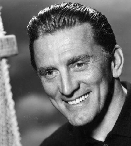 На 104-м году жизни умер легендарный голливудский актер Кирк Дуглас-430x480