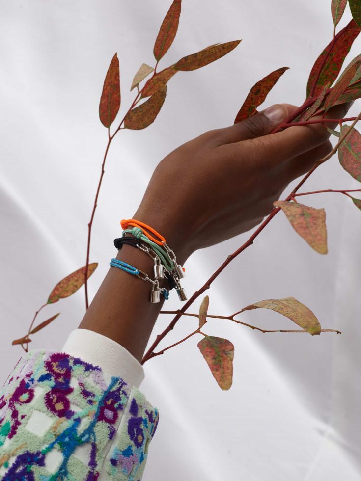 Louis Vuitton выпустил коллекцию браслетов в поддержку детей с трагичной судьбой-Фото 1