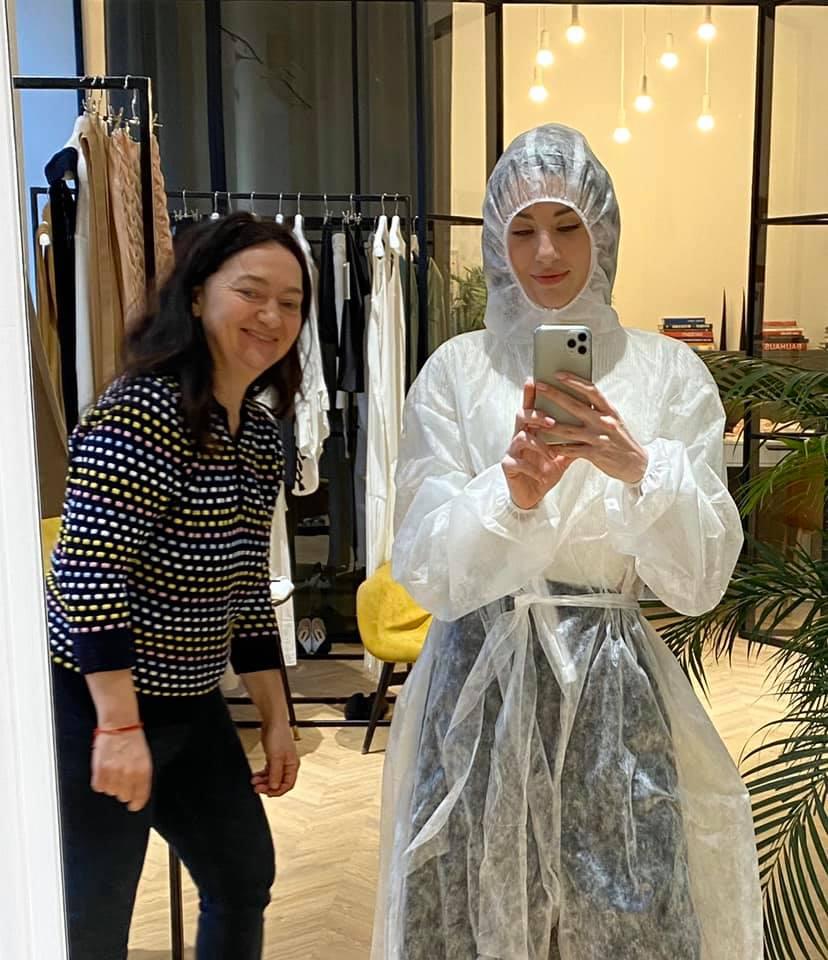 Как Светлана Бевза и представители fashion-индустрии Украины шьют бесплатные костюмы для медиков-Фото 1