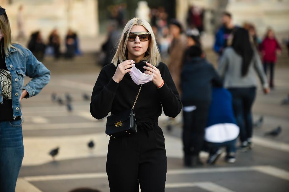 Маска для лица: эволюция от средства защиты до модного аксессуара-Фото 2