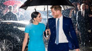 Меган Маркл и принц Гарри впервые официально вышли в свет после «Megxit»-320x180