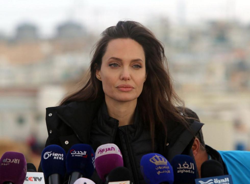 Анджелина Джоли передаст 1 миллион долларов на борьбу с голодом среди детей, страдающих от пандемии-Фото 1