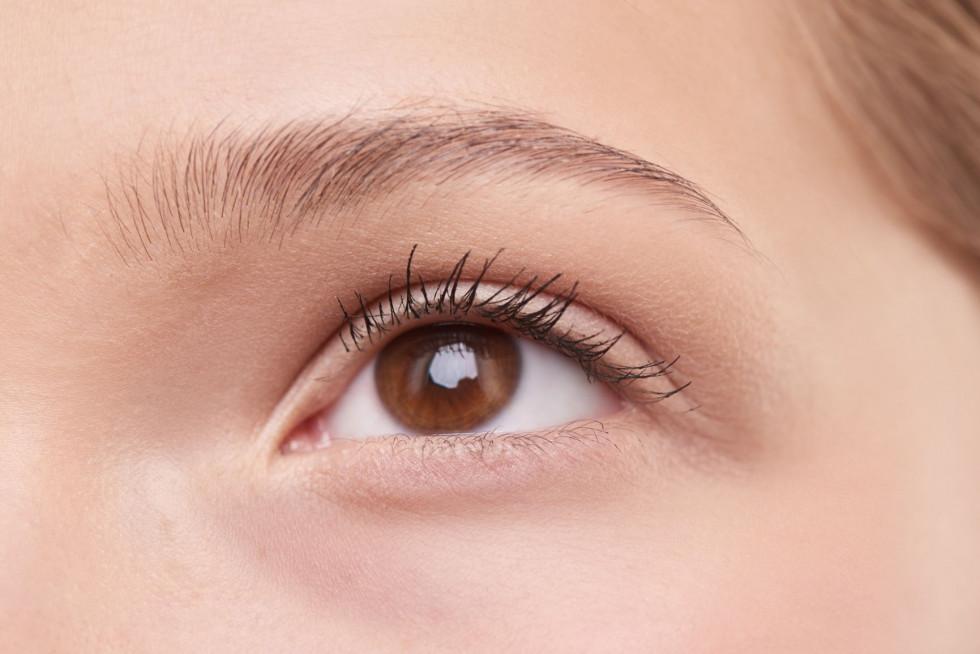 Как улучшить свой ежедневный уход за кожей вокруг глаз-Фото 2
