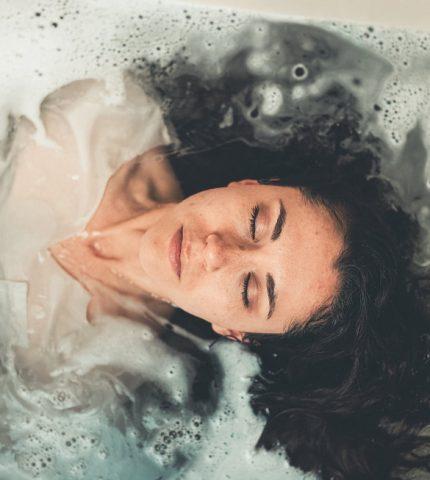 Только спокойствие: какие ароматы положительно влияют на нервную систему-430x480