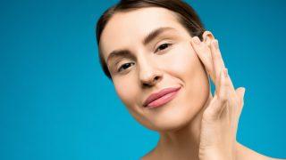 Как улучшить свой ежедневный уход за кожей вокруг глаз-320x180