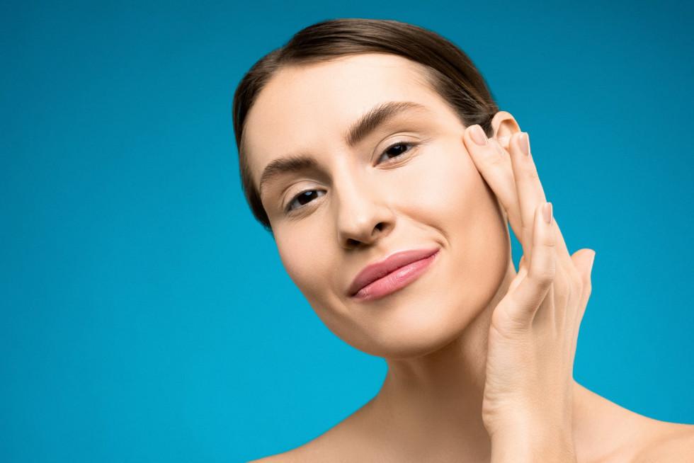 Как улучшить свой ежедневный уход за кожей вокруг глаз-Фото 1