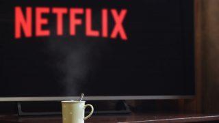 Какие сериалы на Netflix самые популярные в период карантина-320x180