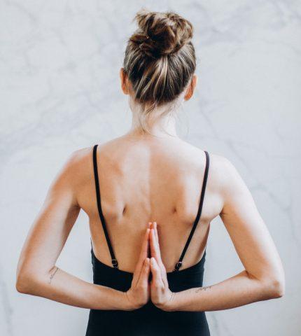 Упражнения для спины: 7 легких шагов, чтобы держать себя в тонусе-430x480