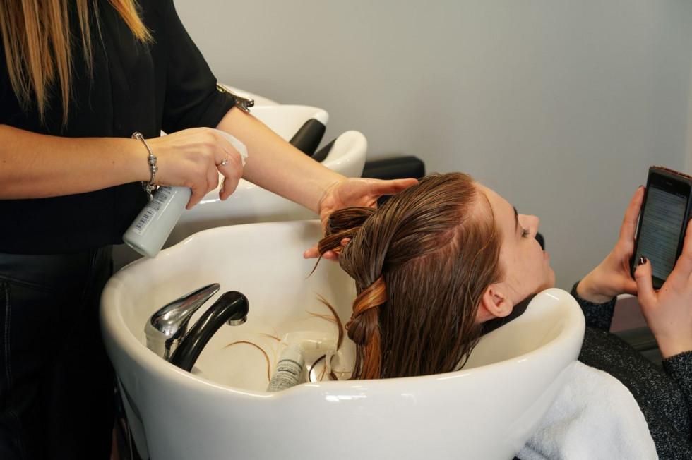 Три салонных процедуры, после которых ваши волосы будут чувствовать себя «живыми»-Фото 1