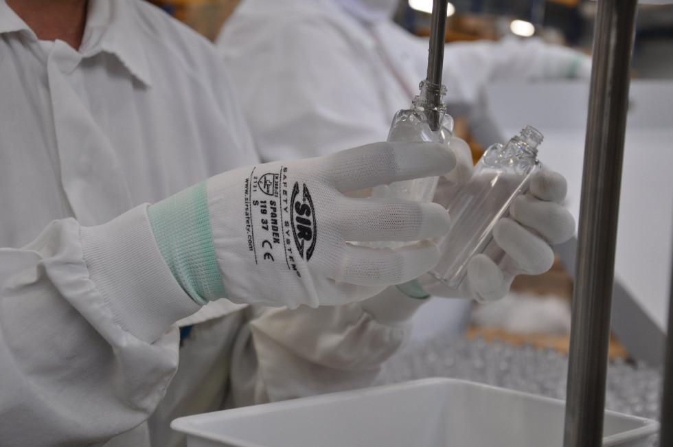 Bvlgari расширяет границы помощи. Теперь антисептики будут передаваться и Швейцарии-Фото 1