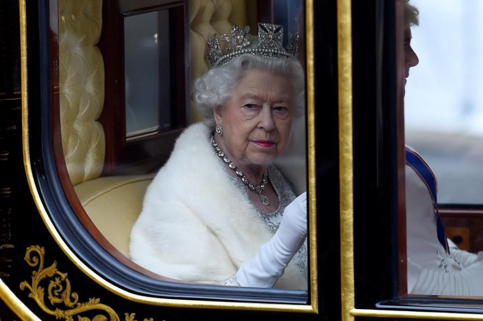 Елизавета II обратилась к британцам в связи с пандемией коронавируса-Фото 1