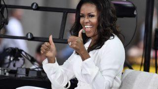 На помощь родителям: Мишель Обама будет читать сказки онлайн-320x180