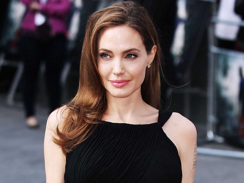 Сын Анджелины Джоли вернулся из Южной Кореи. Всему виной пандемия-Фото 1