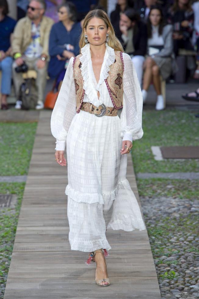 Не только на свадьбу: как носить трендовое белое платье-Фото 2