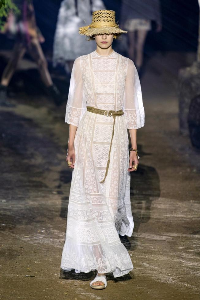 Не только на свадьбу: как носить трендовое белое платье-Фото 3