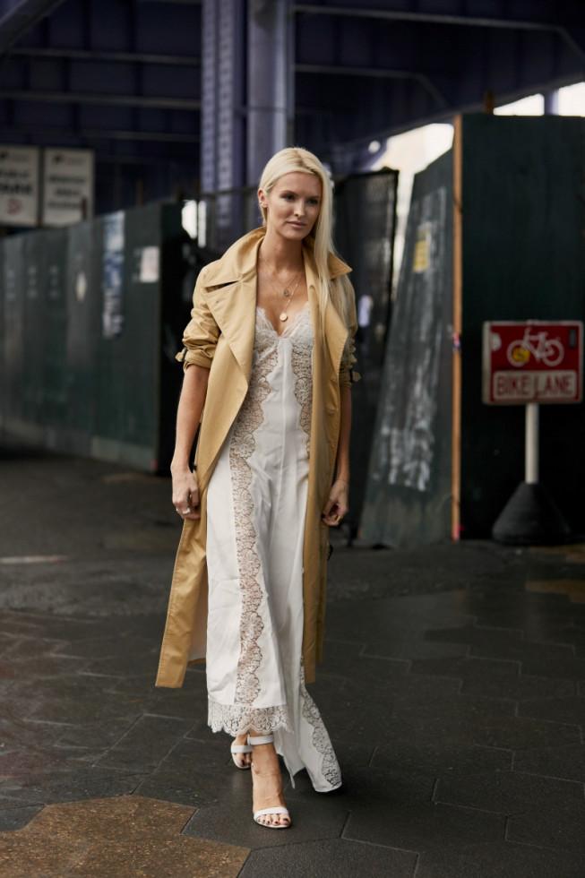 Не только на свадьбу: как носить трендовое белое платье-Фото 4