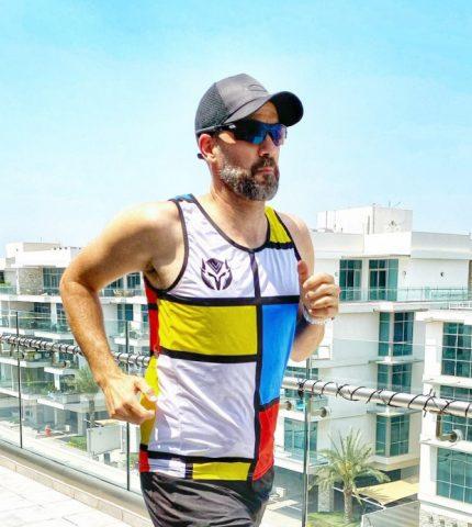 Марафон на балконе и pool party: как жители Дубая проводят карантин-430x480