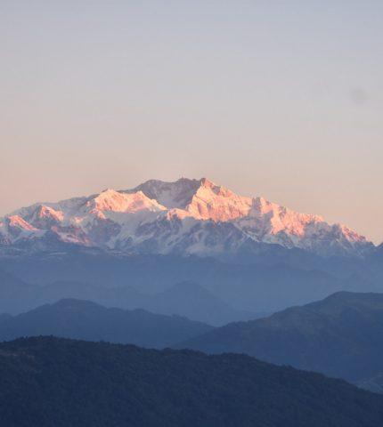 Жители Индии впервые за 30 лет увидели Гималаи. Все благодаря карантину-430x480