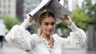 Не только на свадьбу: как носить трендовое белое платье-320x180