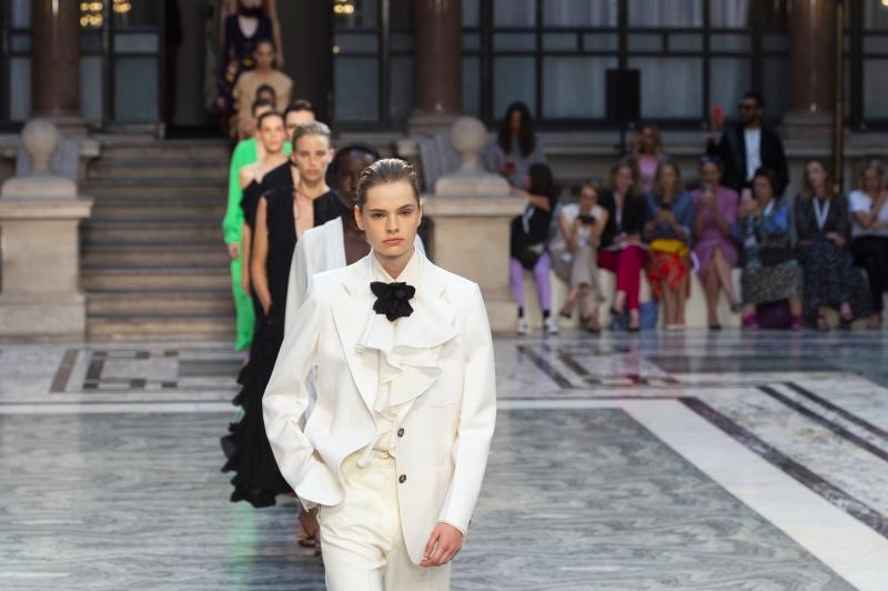 Дорога перемен: Лондонская Неделя моды уходит в онлайн и станет гендерно-нейтральной-Фото 3