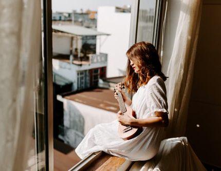 Как пережить долгую самоизоляцию и одиночество-430x480