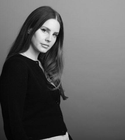 Лана Дель Рей анонсировала выход нового альбома и раскритиковала современных певиц-430x480